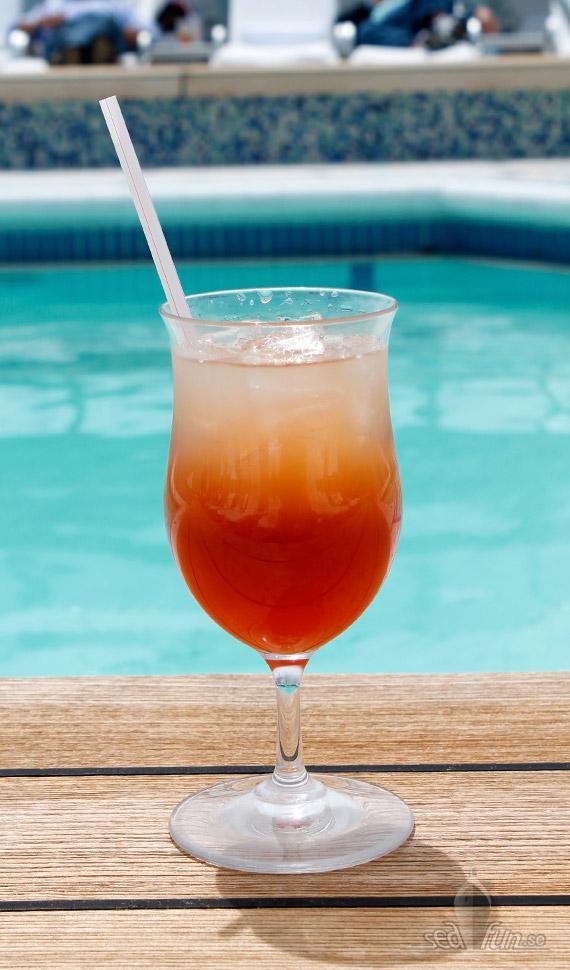 Sol, pool och drinkar på Seven Seas Voyager