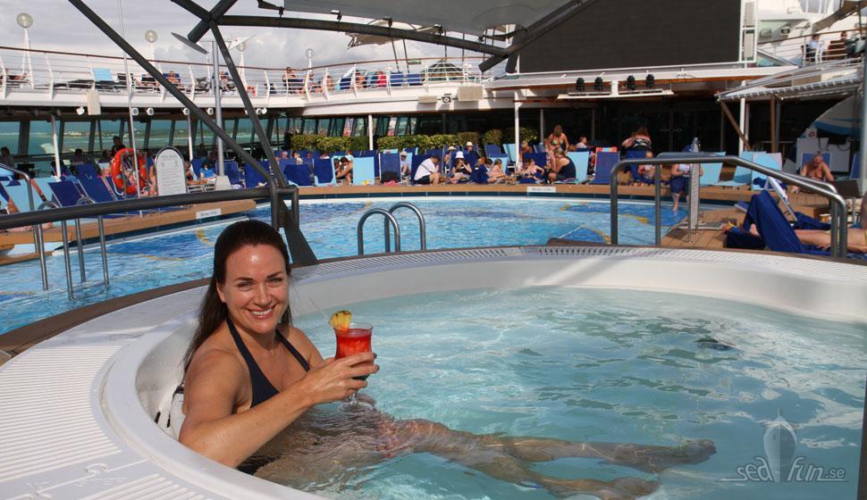Sol och pool på TUI Discovery