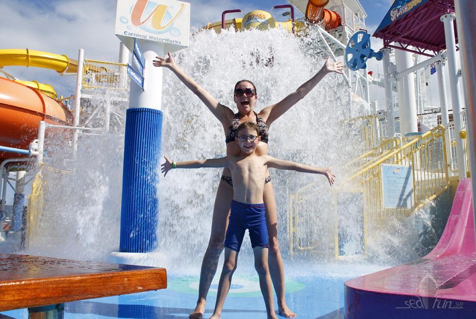 Vattenlek och vattenrutschkanorpå Carnival Breeze