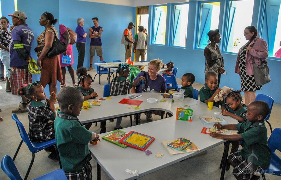 Norwegian Cruise Line öppnar skola för orkanens offer