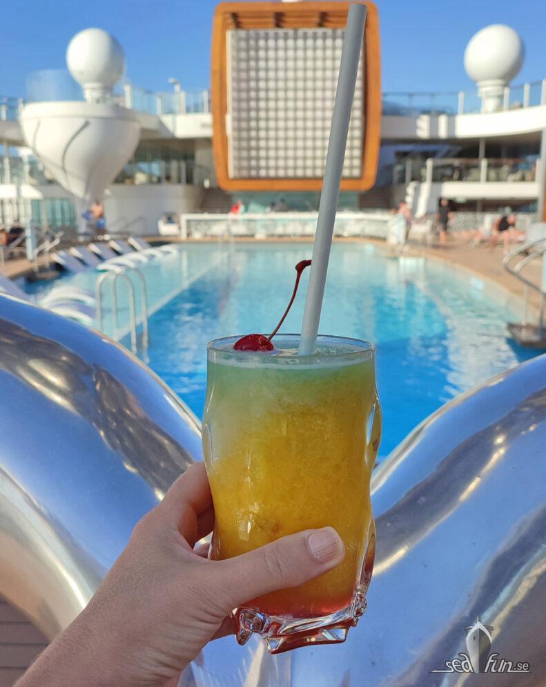 Läcker drink vid poolen